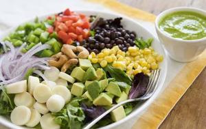 La présentation du plat, la variété des couleurs et des découpes des aliments sont tout aussi importantes que la qualité nutritionnelle et la fraîcheur des produits consommés.