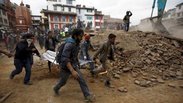Un violent séisme a frappé le Népal samedi 25 avril. Au moins 1 800 morts ont été recensés.
