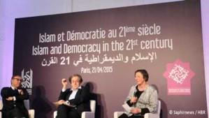 Le premier débat au dîner de lancement de la fondation Al Kawakibi a opposé les philosophes Ghaleb Bencheikh et Alain Finkielkraut. A droite, Sophie Gherardi, directrice de Fait-Religieux.