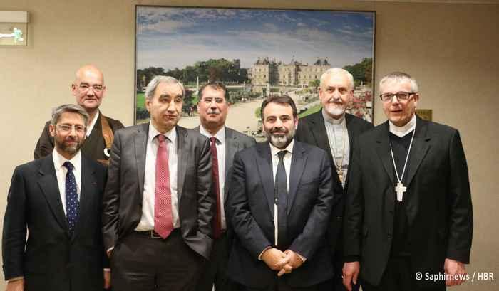 Les représentants de la Conférence des responsables de culte en France (CRCF) se sont réunis le 21 mai au Sénat sur le thème écologie et religions en préparation de la COP 21 en décembre 2015. © Saphirnews/HBR