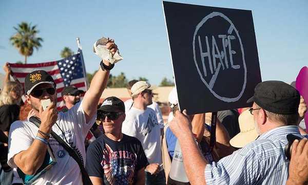 La mosquée de Phoenix au cœur d'une manifestation islamophobe