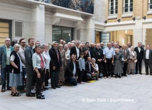 Plus d'une centaine de personnes, dont des évêques, des délégués diocésains en charge des relations avec l'islam, des membres du Groupe d'amitié islamo-chrétienne (GAIC) et du Groupe des foyers islamo-chrétien (GFIC), étaient réunies autour du P. Christophe Roucou, le 3 juin, au siège de la Conférence des évêques de France, pour fêter la fin de son mandat à la tête du SRI. © Saphirnews