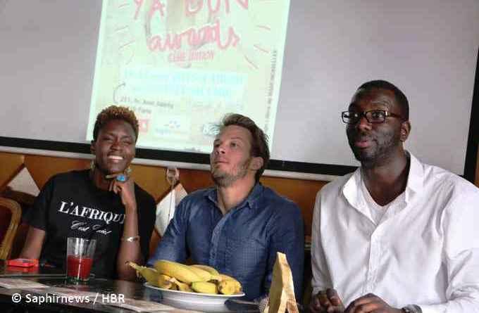 Les Y'a Bon Awards 2015 de retour. De droite à gauche : Amadou Ka, président des Indivisibles, Mathieu Longatte, animateur de la cérémonie, et Rokhaya Diallo, membre de l'association antiraciste. © Saphirnews / HBR