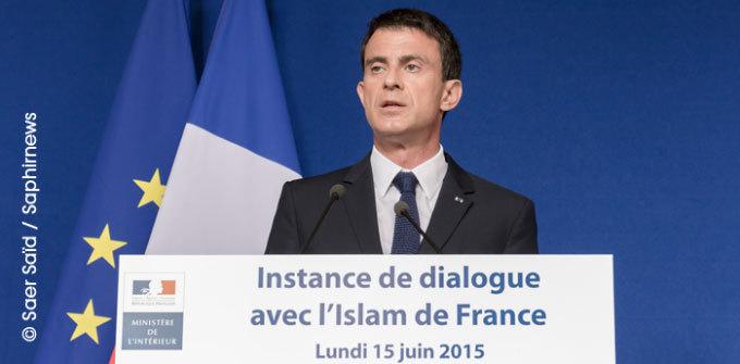Pour Manuel Valls, il s'agit, à travers l'instance de dialogue, de « faire jaillir au grand jour la réalité de l'islam en France », afin de « mener le combat des consciences », car « l'islam est en France pour y rester ». © Saphirnews