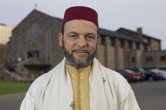 L'imam Hamid Slimi, du Centre Sayeda Khadija, voisin de l'égilise catholique Sainte-Catherine de Sienne vandalisée en mai.