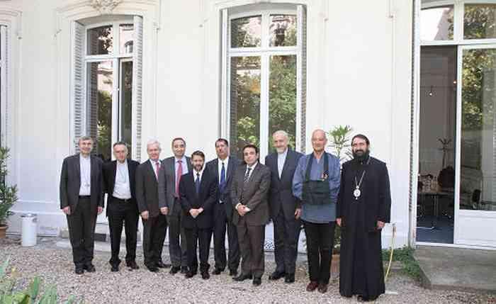 La Conférence des responsables de culte de France (CRCF) a remis une déclaration commune des religions pour l'écologie le 1er juillet à François Hollande.