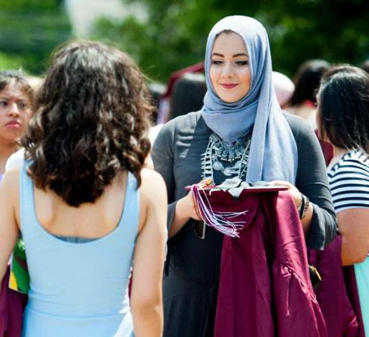 Avec son voile, elle est élue « la mieux habillée » de son lycée