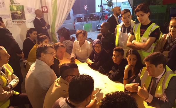 Patrick Kanner, ministre de la Ville (tout à droite), à une des ruptures du jeûne organisées par l'association Une chorba pour tous lors du Ramadan 2015.