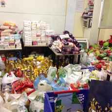 Le stock avant la distribution des denrées à la mosquée de Stains.