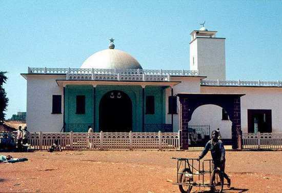 Le Cameroun ferme les mosquées au nom de l'antiterrorisme