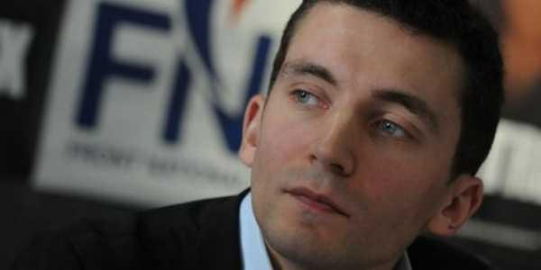 Julien Sanchez, maire FN du Beauvaire, est attaqué en justice par des commerçants musulmans pour des arrêtés municipaux jugés discriminatoires.