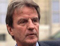 """Bernard Kouchner dénonce un  """"assassinat de la démocratie"""""""