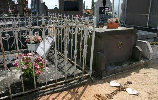Des tombes chrétiennes profanées, une « barbarie » contre des morts