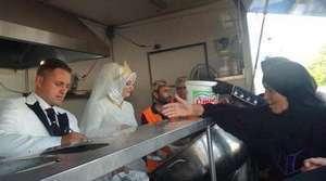 En Turquie, un repas de mariage partagé avec 4 000 réfugiés syriens