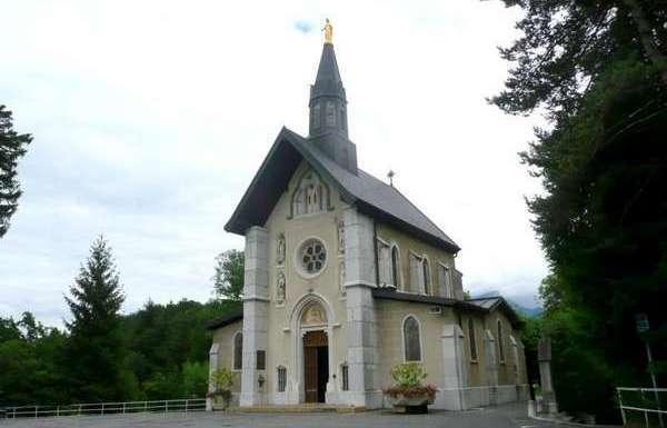 Le sanctuaire marial de la Bénite-Fontaine, en Haute-Savoie, lieu de pèlerinage chrétien, accueille le 9 août une rencontre islamo-chrétienne.