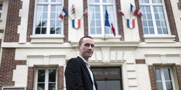 Cyril Nauth, maire Front national de Mantes-la-Ville (Yvelines), bloque par tous les moyens le projet de mosquée.