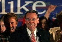 Mike Huckabee remporte haut la main les caucus républicains