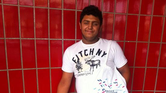 Jozsef Farkas, 17 ans, a lancé une pétition pour empêcher la destruction du camp où il vit.