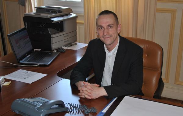 Le 21 août, le maire FN Cyril Nauth a été désavoué par la justice dans son projet de construction d'un commissariat à la place d'une mosquée à Mantes-la-Ville.