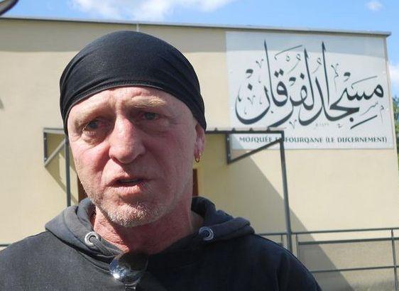 Philippe Martinez, le marin qui a sauvé plus de 1 800 réfugiés à la dérive en Méditerranée, a été honoré à la mosquée de Valence dimanche 6 septembre.