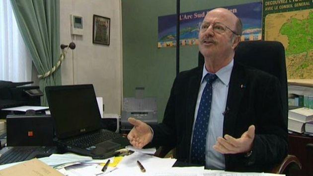 """Gérard Dezempte, maire de Charvieu-Chavagneux, refusé d'accueillir des réfugiés musulmans par """"principe de précaution""""."""