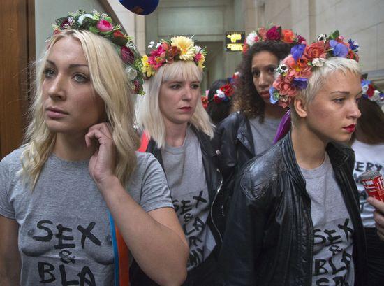 Salon musulman : les organisateurs portent plainte, les Femen aussi