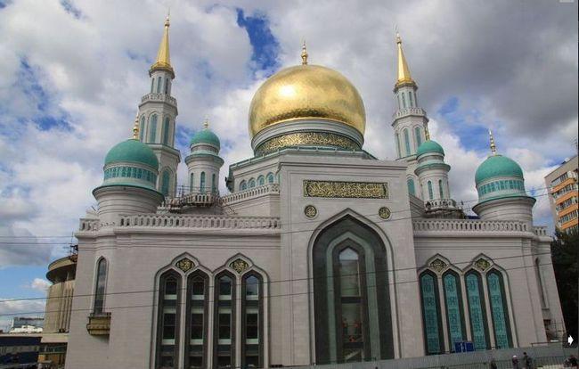 La Mosquée-Cathédrale de Moscou a été inaugurée mercredi 23 septembre, la veille de l'Aïd al-Adha 1436H/2015. Elle peut accueillir jusqu'à 10 000 personnes.