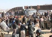 Des Palestiniens affluant vers l'Egypte pour s'approvisionner