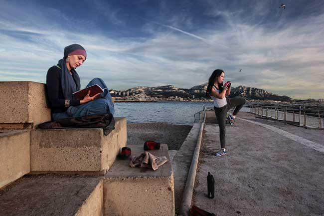 © Bharat Choudhary, photo extraite de son reportage à Marseille, reproduite dans D'ailleurs et d'ici #2.