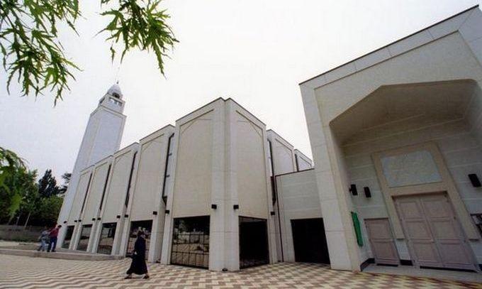 Des prières pour les victimes élevées dans les mosquées de France