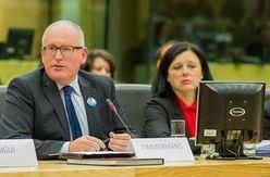 Le premier vice-président de la Commission européenne Frans Timmermans et de la Commissaire à la Justice Věra Jourová.