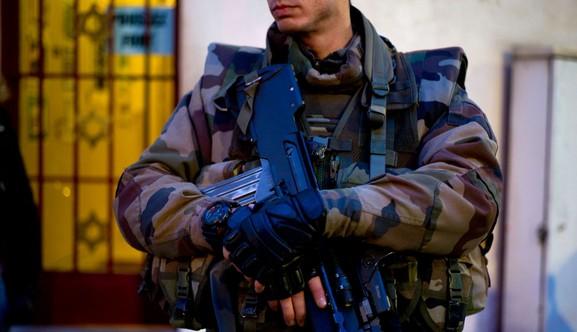 Valence : une voiture fonce sur des militaires devant la mosquée