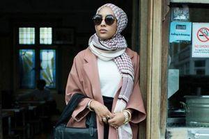 La campagne H&M avec une femme musulmane voilée à l'affiche.