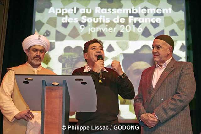 Le 9 janvier, Bahauddin Adil (maitre spirituel de la tariqa Naqshbandi) et Khaled Bentounes (président de l'Association internationale soufie Alawiyya) ont signé l'appel à la création d'un Rassemblement des soufis de France, en présence d'Abd el Hafid Benchouk (représentant de la voie soufie Naqshbandi en France) et d'Abdelwahid Guénon (fils du célèbre René Guénon et moqaddam en Egypte de la tariqa Hibriyyah).