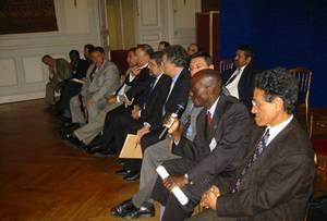 Ahmed Baba Miské (à droite) lors d'une réunion de l'Istichara menant à la création du Conseil français du culte musulman (CFCM).