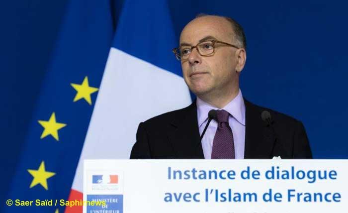 Des discours officiels, des ateliers, des guides pratiques et un avant-projet de livre blanc sur la prévention de la radicalisation sont au menu de l'instance de dialogue avec l'islam, lundi 21 mars, au ministère de l'Intérieur.
