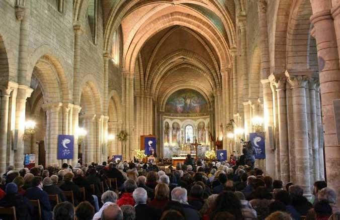 Chants, prières, témoignages et appels à la paix sont au programme de la journée de rencontre interreligieuse « Ensemble avec Marie », organisée le 2 avril 2016, dans la basilique de Longpont.