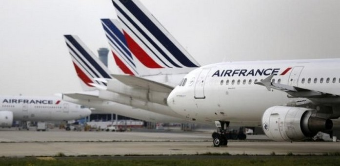 Paris-Téhéran : les hôtesses d'Air France refusent le port du voile