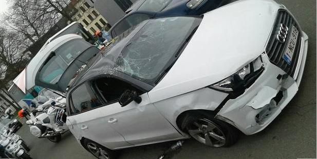 La voiture des deux chauffards à l'issue de la course poursuite avec la police belge.