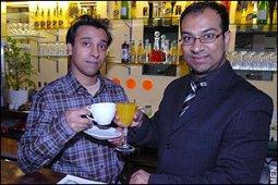 Azizur Rahman et Muzahid Khan, les deux propriétaires du Halal Inn