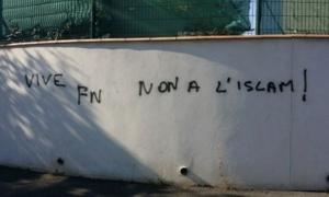 Tags islamophobes découverts à Béziers en octobre 2015.