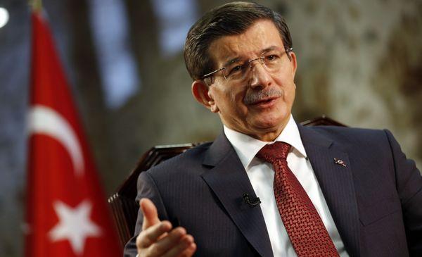 Turquie : le Premier ministre, chef de l'AKP, annonce sa démission