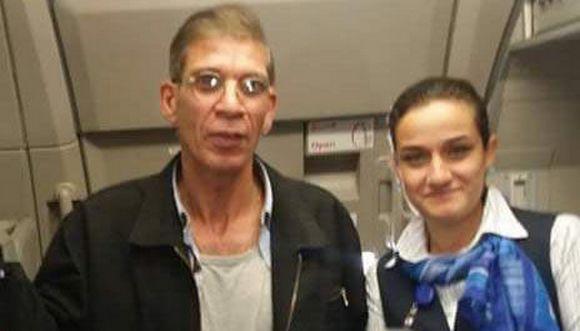 Des passagers et membres de l'équipage de l'avion Egyptair détourné s'étaient pris en photo avec Seif Eldin Moustafa (ici à l'image), suscitant la sidération des internautes dans le monde.