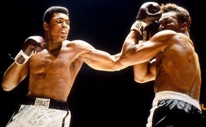 De Cassius Clay à Muhammad Ali, un boxeur de légende est mort