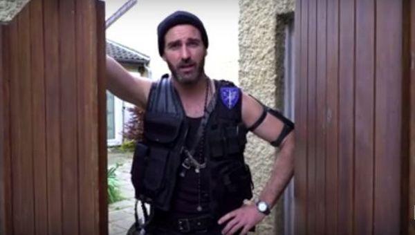 Johnny, un chasseur de migrants imaginé par MSF pour dénoncer l'UE (vidéo)