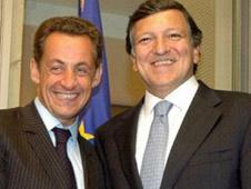 Le président français Nicolas Sarkozy en compagnie du président de la Commission européenne José Manuel Barroso
