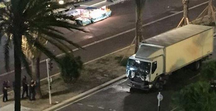 14-Juillet : l'attaque d'un camion fou plonge Nice dans l'horreur