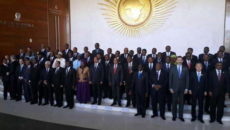 Photo de famille des chefs d'Etat et de gouvernement de l'Union Africaine, avec le Secrétaire général de l'ONU, Ban Ki-moon, à l'occasion de l'ouverture du sommet de l'UA, à Addis-Abeba, en Ethiopie, le 30 janvier 2015.