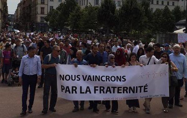 Chrétiens et musulmans rassemblés main dans la main en France