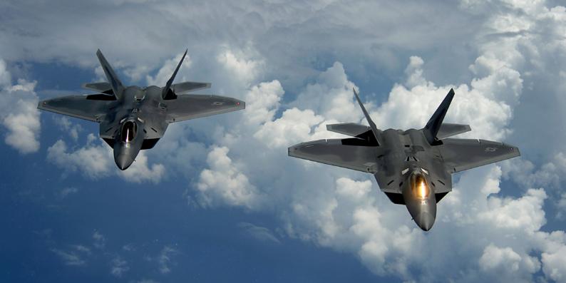 Premiers bombardements américains contre l'EI en Libye